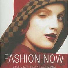 Fashion Now (Icons) Paperback – de Susie Rushton, Terry Jones