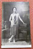 Tanara in tinuta de epoca - Fotografie veche tip carte postala