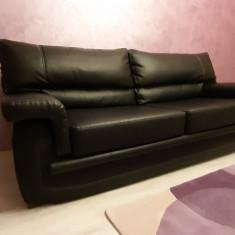 Canapea extensibilă de 3 locuri din piele neagră