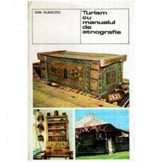 Turism cu manualul de etnografie