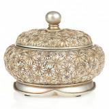 Cutie bijuterii aix©, cu o forma speciala si un design aparte, este confectionata din polirasina