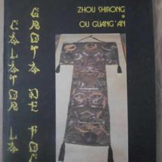 OU GUANG AN CALATOR LA GROTA DE FOC - ZHOU SHIRONG