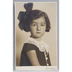 FETITA CU FUNDA IN PAR , FOTOGRAFIE TIP CARTE POSTALA , STUDIO GUSTY IASI , MONOCROMA, NECIRCULATA , DATATA 1934