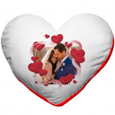 Perna personalizata inima alba cu spate rosu, model inimi cu poza, poliester, 40x40cm