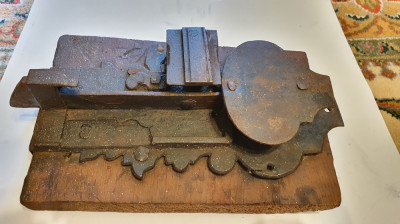 Incuietoare (zar) veche pentru lada / cufar (anii 1700) foto