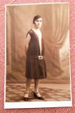 Tanara in tinuta de epoca - Fotografie datata 1927