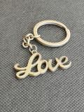 Breloc Love forma scris artistic clasic cadou pentru indragostiti iubiti unisex