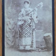 Foto pe carton gros , Costume populare , Bucuresti , sfarsit de secol 19
