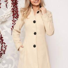 Palton Artista crem scurt elegant in clos din stofa neelastica cu umerii buretati captusit pe interior