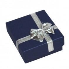 Cutie de cadou pentru inele sau cercei - dreptunghi albastru închis, fundă de culoare argintie