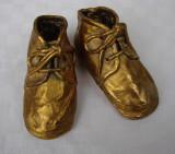 Impresionanti pantofi - obiect de arta - metal in foita de aur