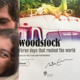 Cumpara ieftin Woodstock - Three Days That Rocked the World - cu autograful lui Mike Evans!