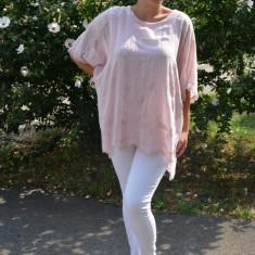 Bluza de vara lejera, model brodat pe ea,paiete la umeri, nuanta pudra, 50, 52, 54, 56, 58, Din imagine