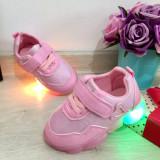 Cumpara ieftin Adidasi roz moi / usori cu lumini LED si scai pt fetite 15 16 17 cod 0504, Fete