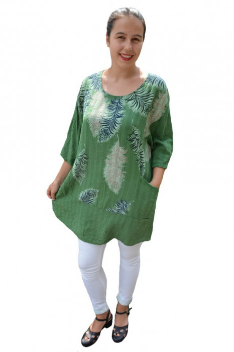 Bluza lejera Debrah cu imprimeu tip pana pe fond verde