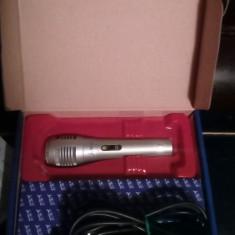 Microfon  NOU IN CUTIE, CU FIR SI ADAPTOR