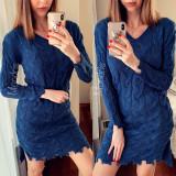 Rochie de zi ieftina din tricot bleumarin cu model cu rupturi
