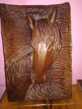 Cal sculptat in lemn