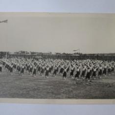 Fotografie colectie 140x90 mm cu strajere la defilare/parada pe stadion anii 30