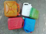 Bidoane plastic romanesti vintage