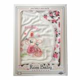 Cumpara ieftin Set nou nascuti 0-3 luni 100% bumbac din 5 piese: pantaloni cu botosel, bluzita cu capse, bavetica, caciulita, manusi, model alb/roz cu iepuras