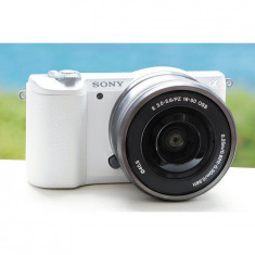 Aparat foto Mirrorless A5100LB 24.3MP, White + Obiectiv Sony SELP1650, 16-50mm, Silver