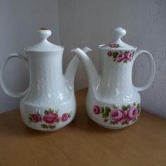 Lot de 2 ceainice portelan  model cu trandafiri