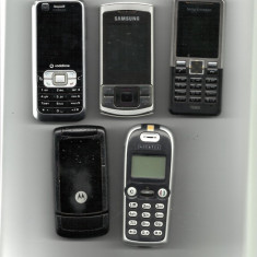 Vand 5 telefoane mobile vechi cu butoane pentru piese