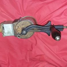 Rasnita veche tocat nuci,masina de macinat nuca/nuci de epoca/antica,T.GRATUIT