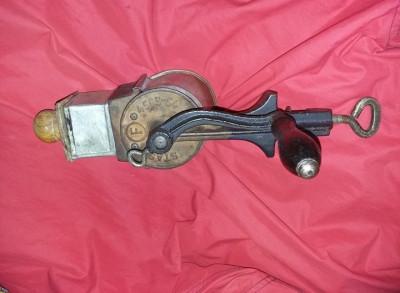 Rasnita veche tocat nuci,masina de macinat nuca/nuci de epoca/antica,T.GRATUIT foto