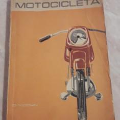D. Vochin - Motocicleta