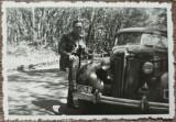 Militar cu automobil de epoca, numere Bucuresti// fotografie