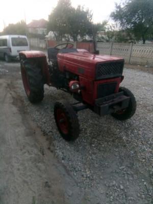 Tractor universal 445 foto