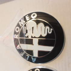 emblema alfa romeo negru cu alb 74mm