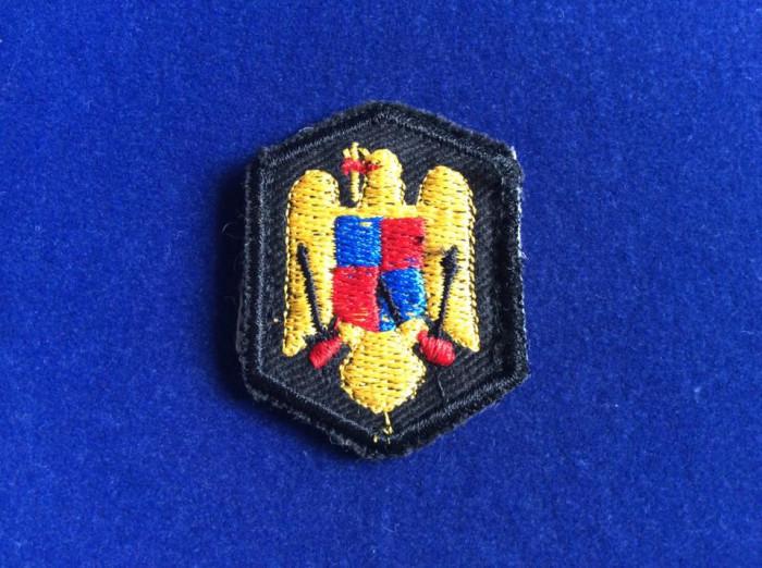 EFECTE MILITARE - EMBLEMA TEXTILĂ - CUC - CAPELĂ - BONETĂ