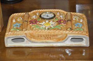 Ceas mecanic semineu din portelan Belgian