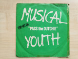 "Musical Youth - Pass the Dutchie (MCA Records 104 694-100)(Vinyl/7""), VINIL, MCA rec"