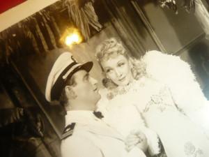 Fotografie din Filmul 7 Pacate1940 cu  Marlene Dietrich și John Wayne dim.25x21