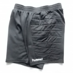 Pantaloni portar fotbal Hummel cu material protectiv lateral. Marime L;  ca nou