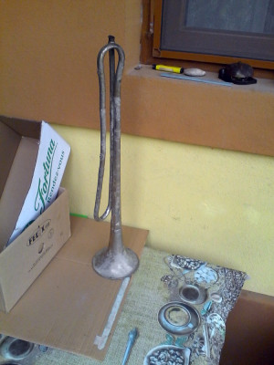Veche trompeta-Goarna foto