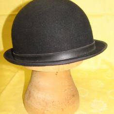 Pălărie neagră, Bowler Style cu boruri f înguste