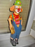 29aa-Statuieta mare Clown cu chitara din lemn veche.