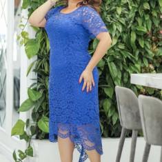 Rochie asimetrică cu dantelă