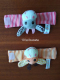Jucării de mână pentru bebeluși