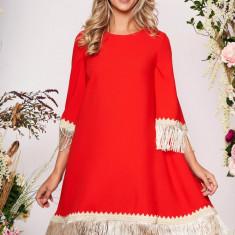 Rochie LaDonna rosie eleganta cu croi larg din stofa neelastica cu franjuri si maneca trei sferturi