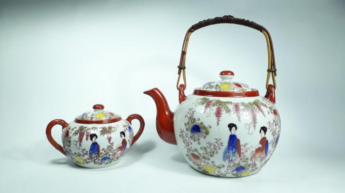 c Set ceai japonez, ceainic cu infuzor si zaharnita portelan vechi