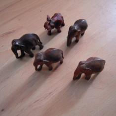 LOT de  elefanti din lemn sculptati manual cu inaltimea intre 6 si 10 cm.