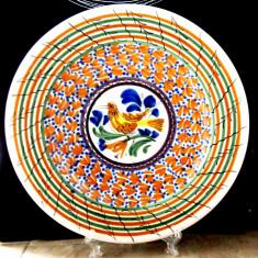 Farfurie veche lucrata manual in Mexic. Semnata Casas P.AR.D30cm/959gr.