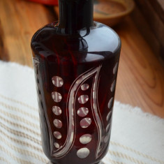Vaza veche semicristal / Vaza superba semicristal visiniu/rubin