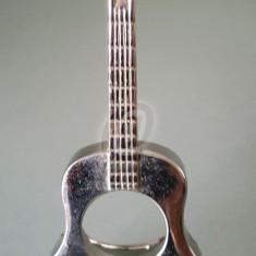 Chitara din metal cu suport, de colectie